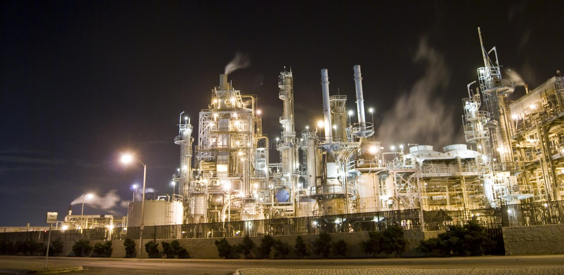 Refinaria de petróleo e indústria foto de stock