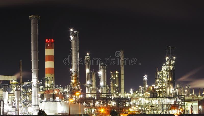 Refinaria de petróleo - indústria petroquímica imagens de stock royalty free