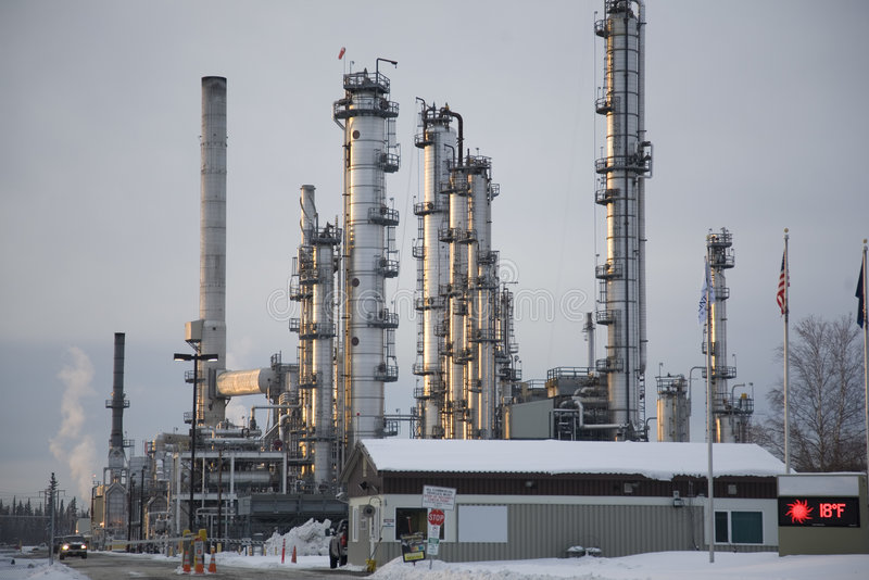 Refinaria do petróleo bruto de Alaska fotografia de stock