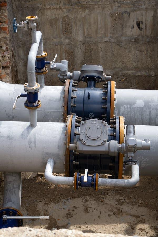 Refinaria do tubo do sistema das tubulações e das válvulas de óleo foto de stock