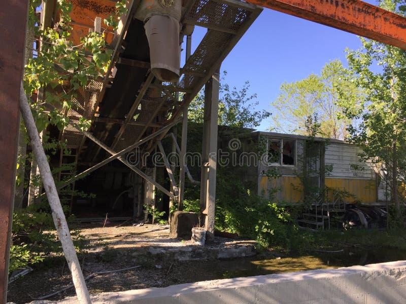 Refinería abandonada 11 de la roca foto de archivo