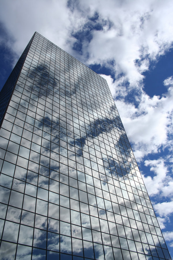 Free Reflection Of Clouds In Skyscraper Royalty Free Stock Photos - 2057738