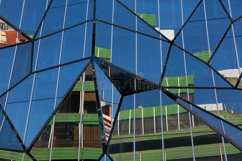 Refleje de la construcción en Bilbao fotografía de archivo