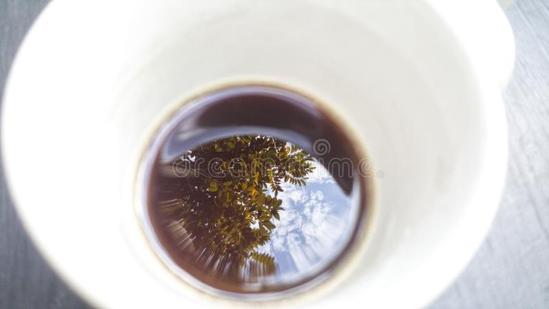 refleje el café imagen de archivo