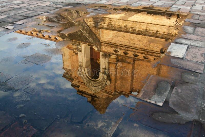 Refleje el cuadro de la pagoda del luang del chedi fotos de archivo