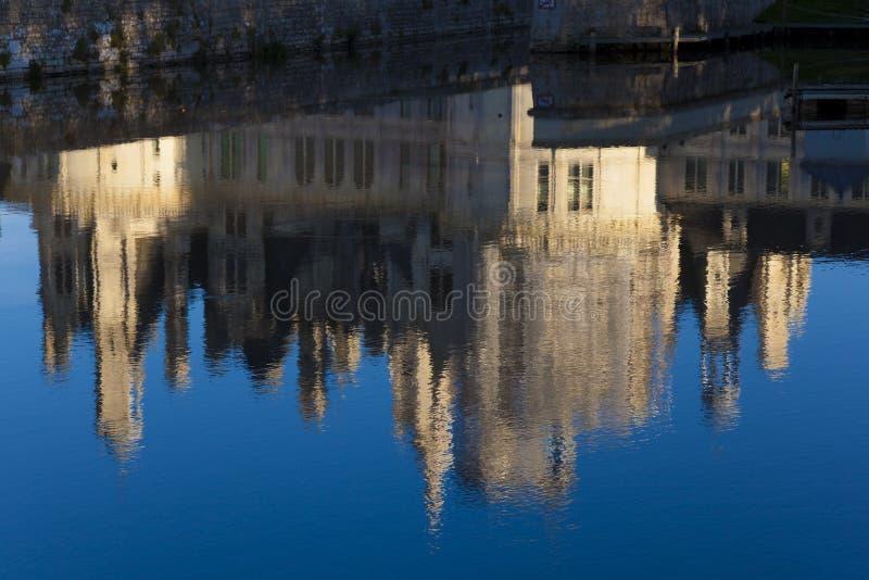Refleje en el castillo de Chambord imagen de archivo libre de regalías