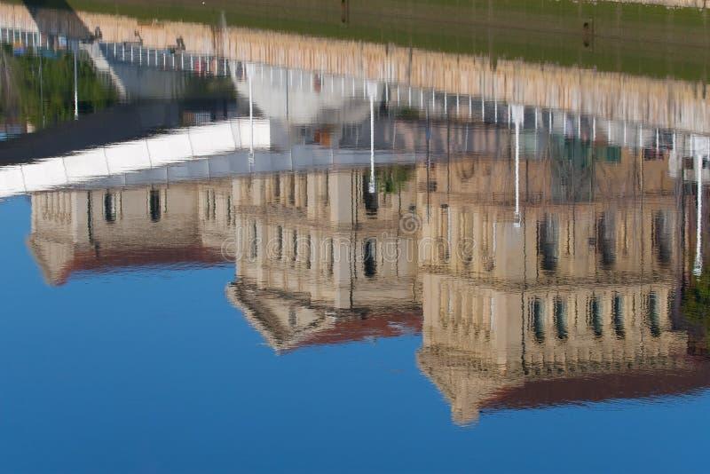 Refleje en el río de Bilbao imagen de archivo libre de regalías