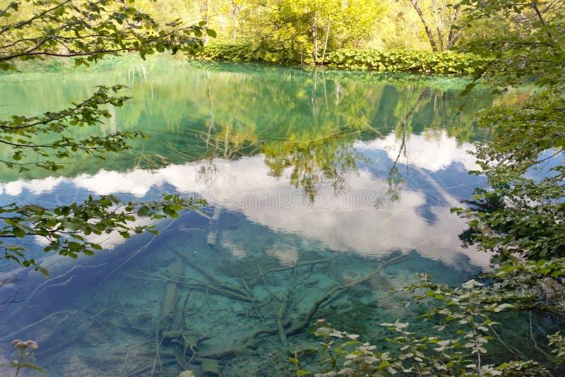 Refleje en los lagos Plitvice - Croacia. fotografía de archivo