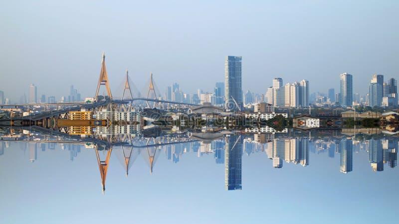 Refleje las vistas de la ciudad de Bangkok foto de archivo