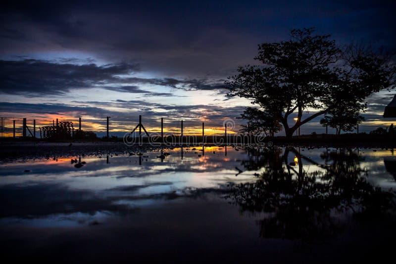 Reflejo de la puesta del sol imagen de archivo libre de regalías
