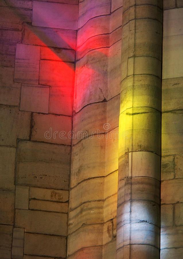 Reflejos de luz de Colourfull del vidrio de catedral manchado foto de archivo
