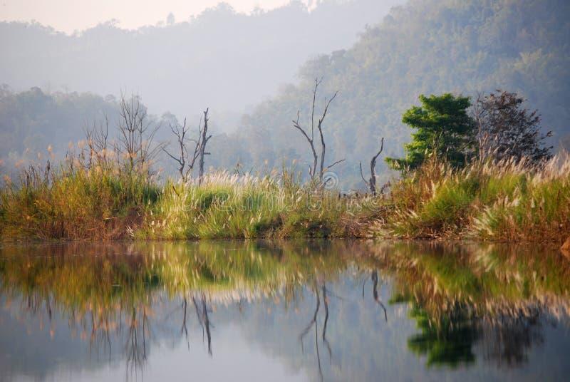 Download Reflektera landskapet fotografering för bildbyråer. Bild av horisontal - 37349357