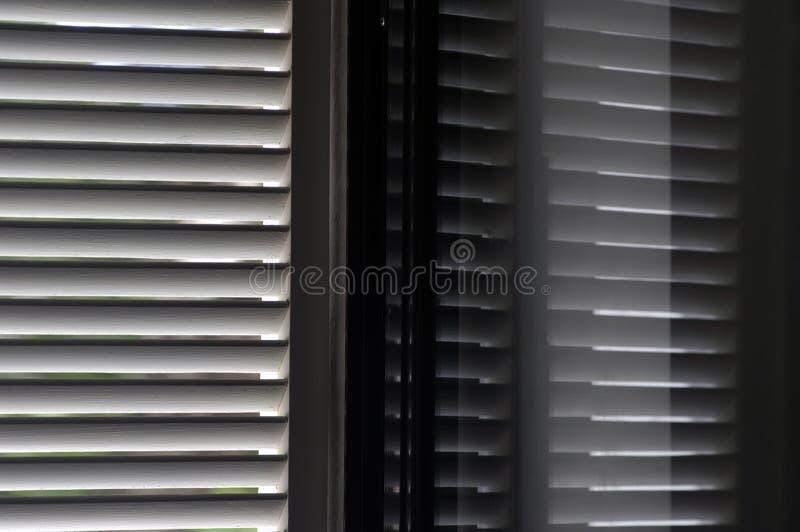 reflektera slutarefönstret royaltyfria foton