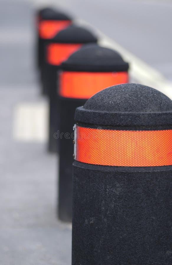 reflekterande trafik för bollards arkivfoton
