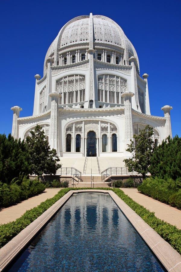 reflekterande under för arkitektonisk pöl royaltyfri fotografi