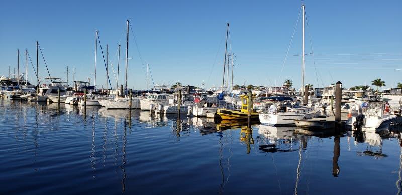 Reflektierende Boote lizenzfreie stockbilder