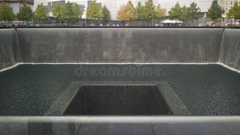 Reflektierendes Pool am Staatsangehörig-am 11. September Denkmal stockfotos