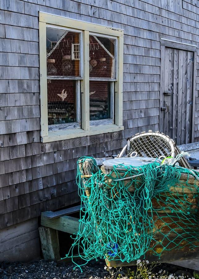 Refletindo a casa do vizinho fotos de stock royalty free
