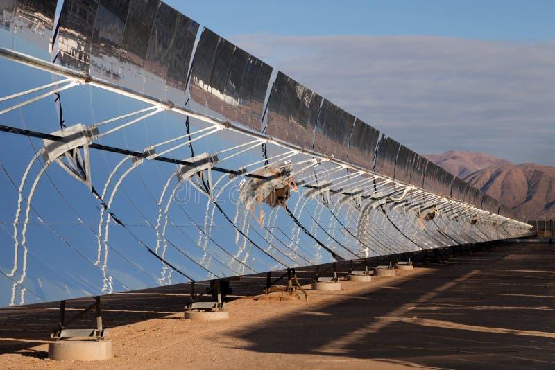 Refletores da potência solar fotografia de stock