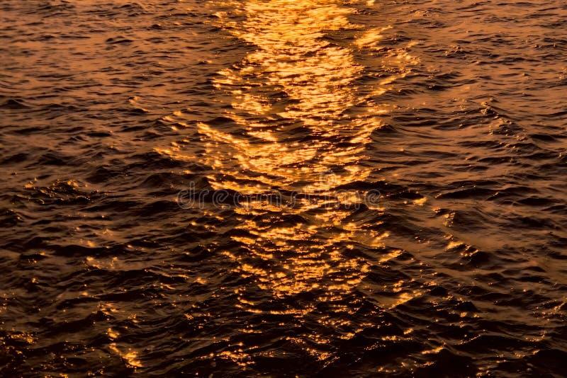 reflets solaires dans la mer photos stock