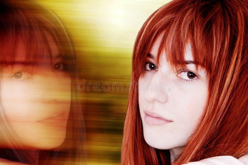 Reflexão bonita da mulher imagens de stock