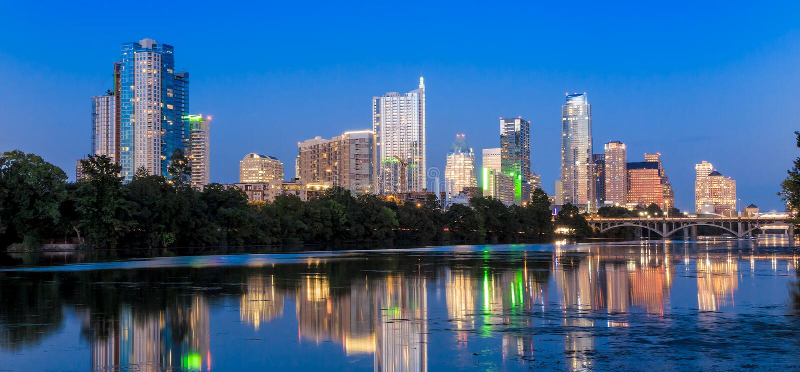 Reflexão bonita da skyline de Austin no crepúsculo fotografia de stock royalty free