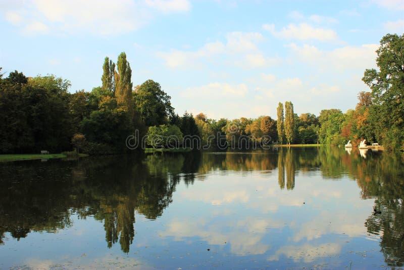 A reflexão da água II fotos de stock royalty free