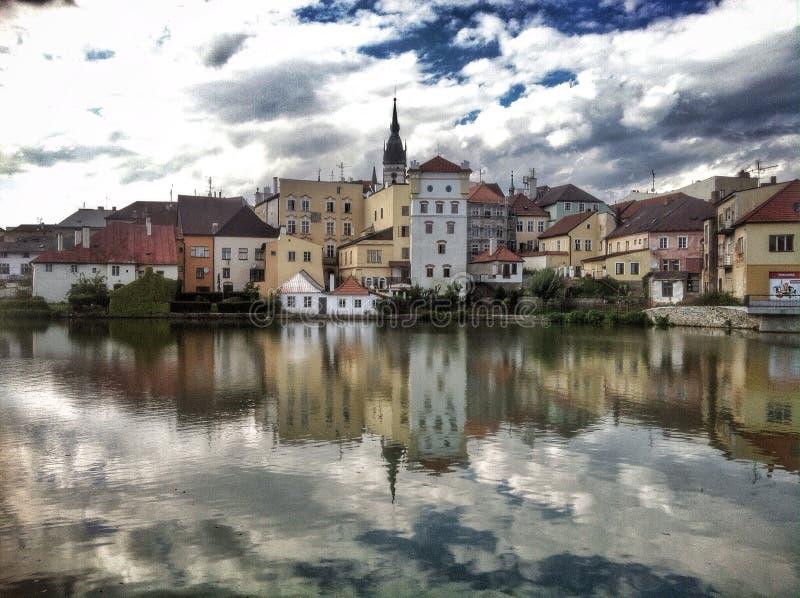 Reflexão da água municipal de JindÅ™ichův Hradec fotos de stock royalty free