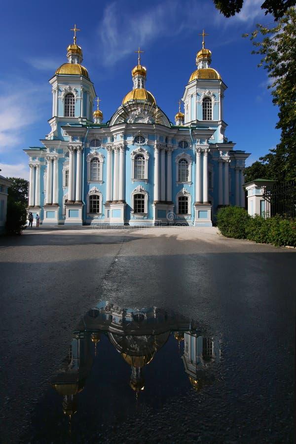 Reflexão da catedral naval de São Nicolau imagem de stock