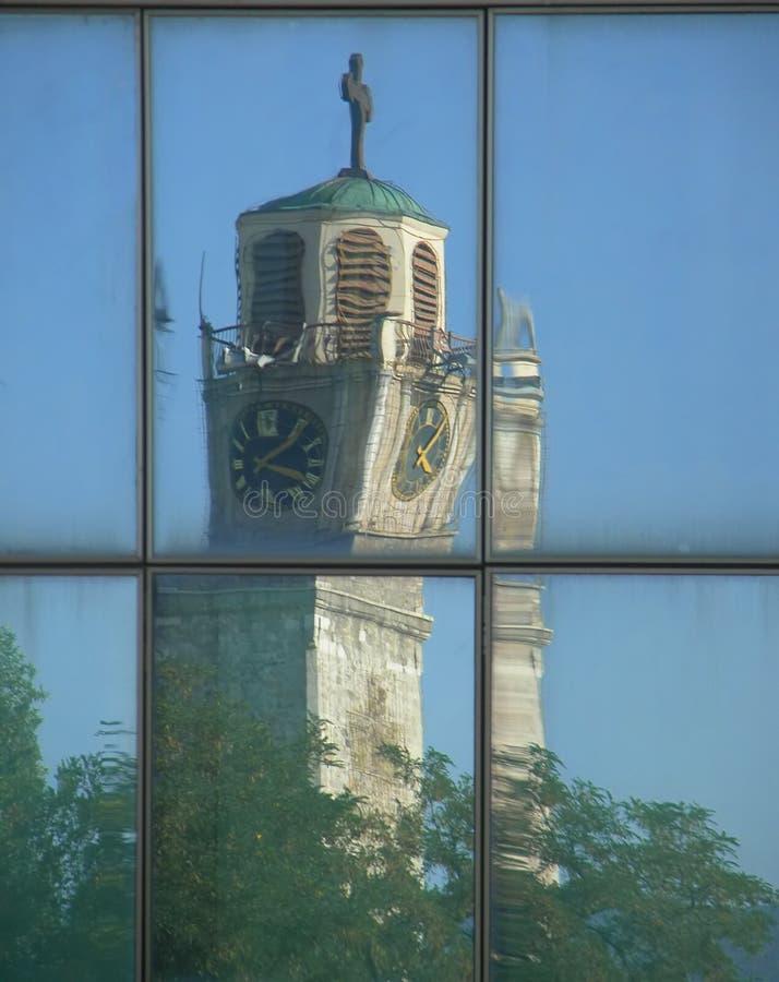 Download Reflexão da igreja foto de stock. Imagem de céu, bonito - 528576