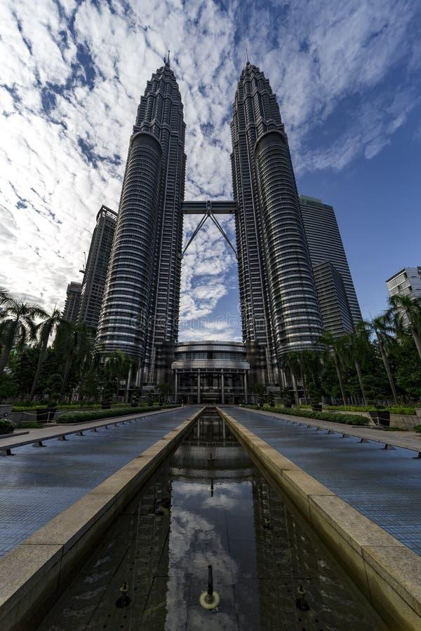 Reflexão da perspectiva da torre gêmea de Petronas fotografia de stock royalty free
