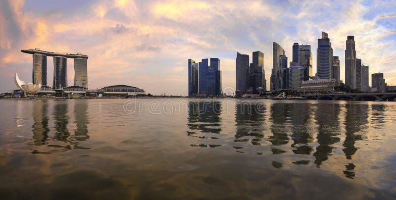 Reflexão do panorama da skyline de Singapore imagem de stock