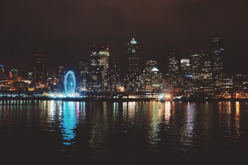 Reflexão da skyline de Seattle fotografia de stock