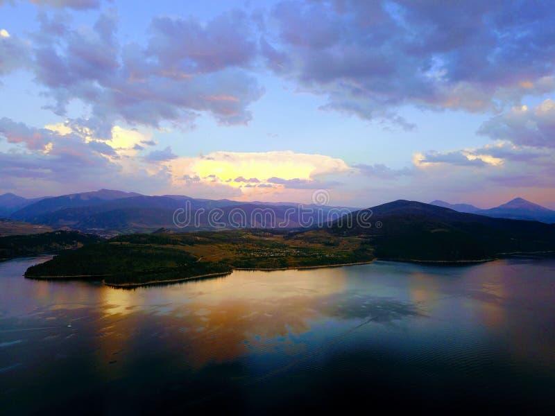 Reflexão de Dillon do lago capturada do zangão fotos de stock royalty free