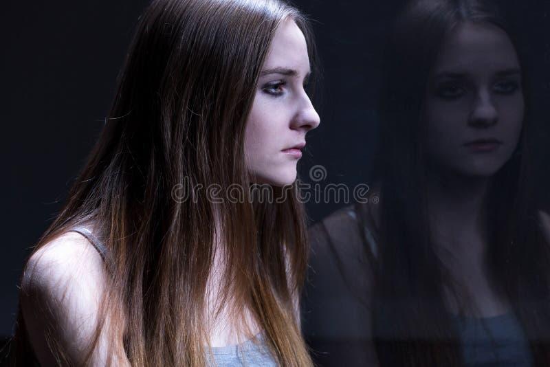 Reflexão de triste, adolescente fotografia de stock