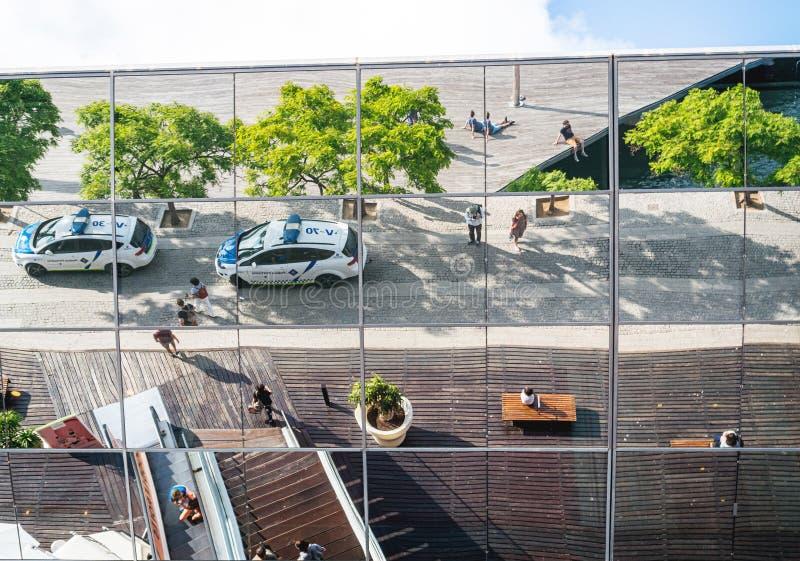 Reflexão de vidro da fachada da entrada de Maremagnum fotos de stock
