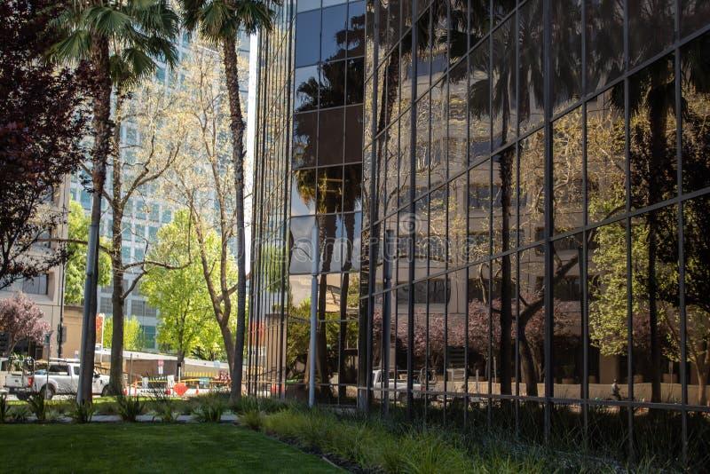 Reflexão do ambiente do centro fotografia de stock royalty free