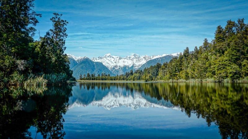Reflexão do matheson do lago fotografia de stock royalty free