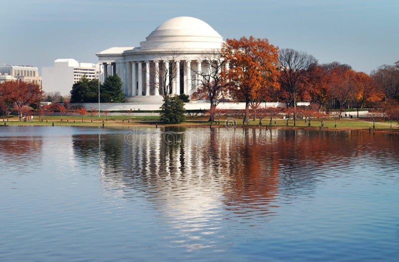 Reflexão do monumento de Jefferson imagens de stock
