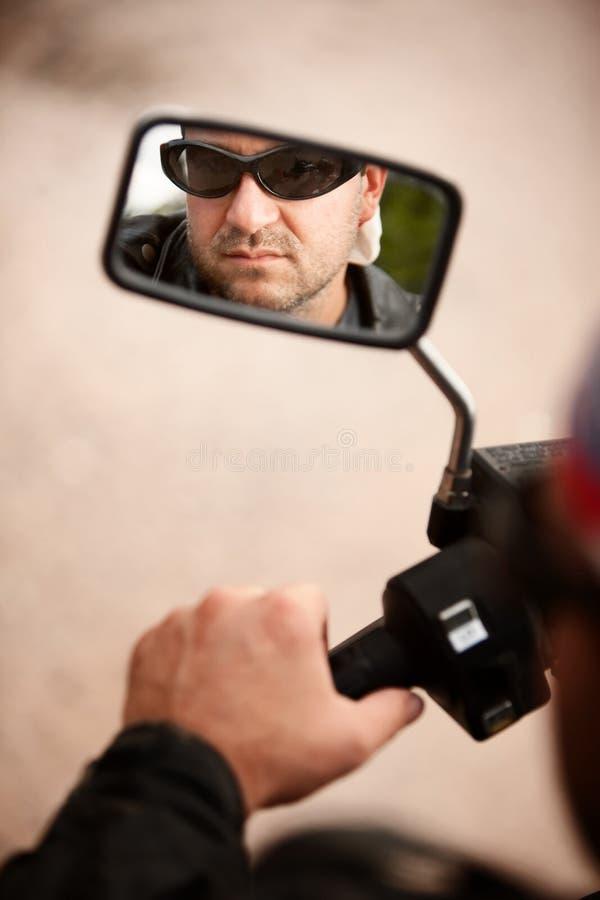 Reflexão do motociclista imagens de stock