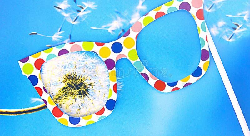 Reflexão do mundo através dos vidros coloridos, fundo bonito, textura foto de stock royalty free