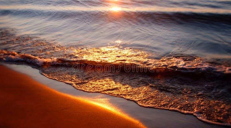 Reflexão do nascer do sol imagens de stock