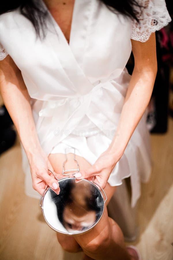 Reflexão do queixo no casamento fotografia de stock royalty free
