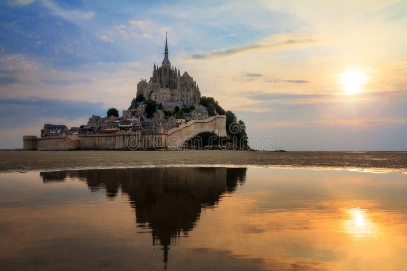 Reflexão do Saint-Michel fotografia de stock