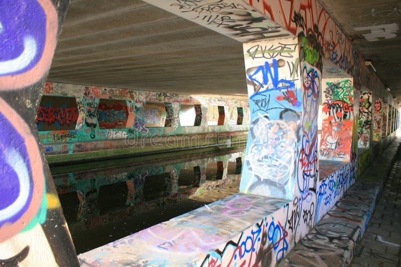 Reflexão dos grafittis imagem de stock royalty free
