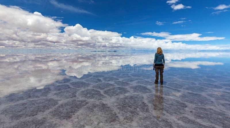 Reflexão em Salt Lake Uyuni & x28; bolivia& x29; imagens de stock