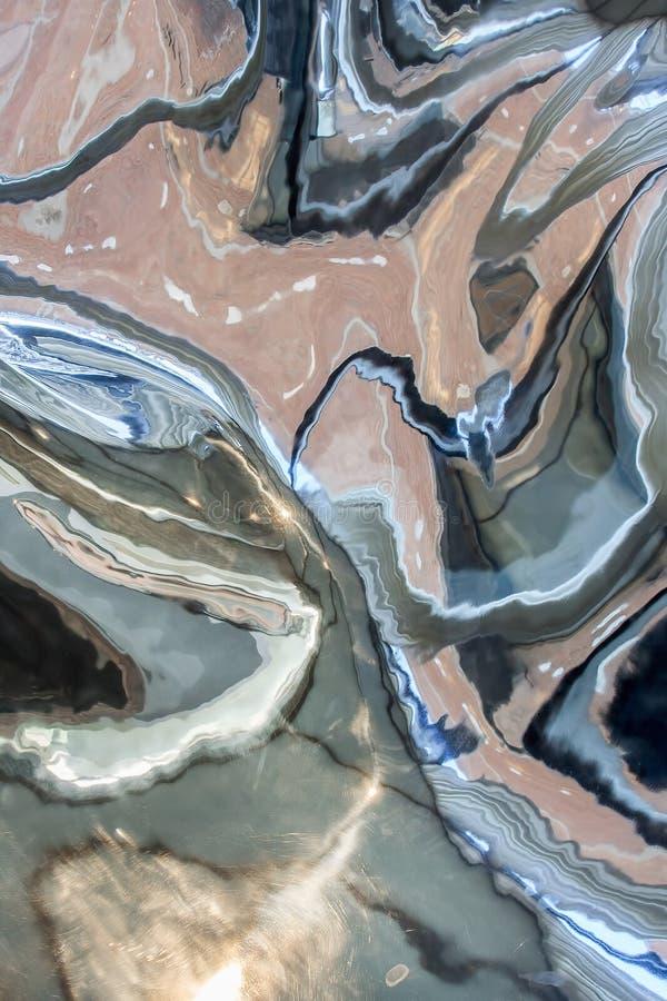 Reflexão em um objeto cromado da arte do metal foto de stock royalty free