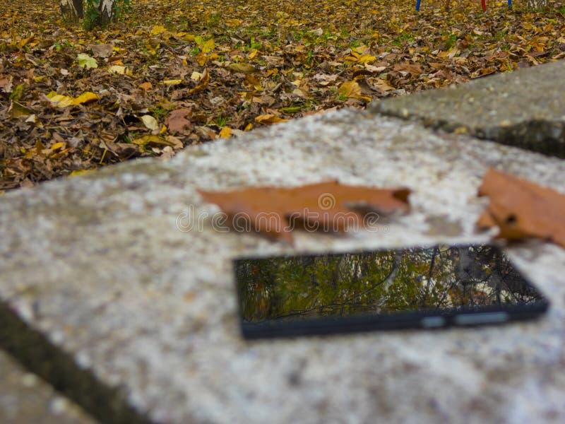 Reflexão móvel fotografia de stock
