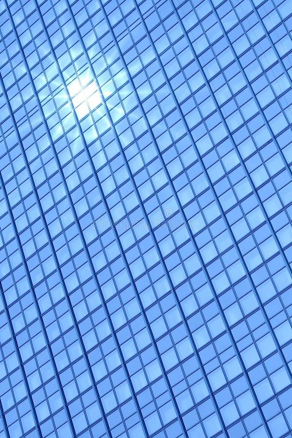 Reflexão moderna do edifício e do sol imagens de stock royalty free