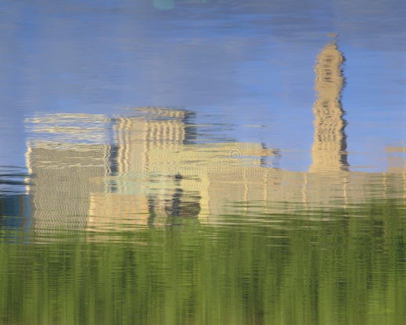 Reflexão na água de Hartford, skyline do CT imagem de stock
